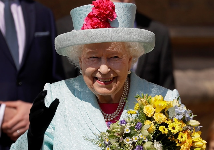 Britain's Queen Elizabeth waves to the public as she leaves the Easter Mattins Service at St George's Chapel at Windsor Castle, Britain April 21, 2019. Kristy Wigglesworth/Pool via REUTERS
