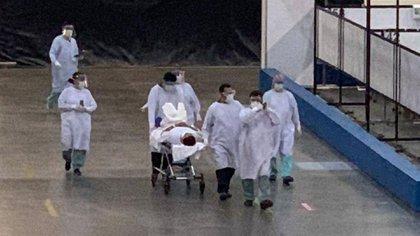 Llega el primer paciente a la Unidad Temporal Covid-19 del Centro Citibanamex (Foto: Twitter @SSaludCdMx)