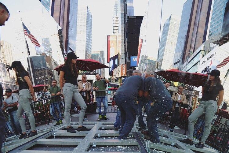 'The beginning of the end', la obra que Rachel Valdés instaló en Times Square