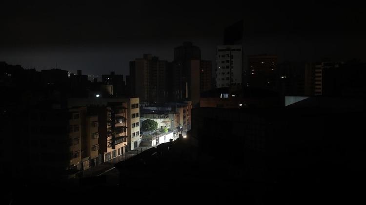 AME8625. CARACAS (VENEZUELA), 09/04/2019.- Vista general de un apagón este martes en Caracas (Venezuela). EFE/ Miguel Gutiérrez