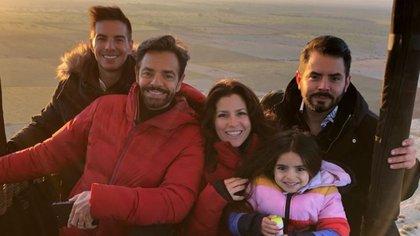 La familia Derbez es muy unida y aún más luego de regresar de su viaje a Marruecos (Foto: Instagram @alexrosaldo)