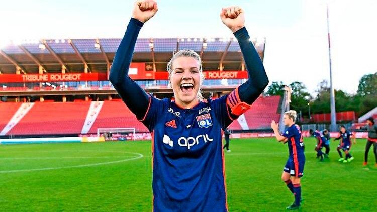 Ada Hederberg, la delantera noruega del Olympique de Lyon, es la futbolista mejor paga del mundo: cobra 400.000 euros año,