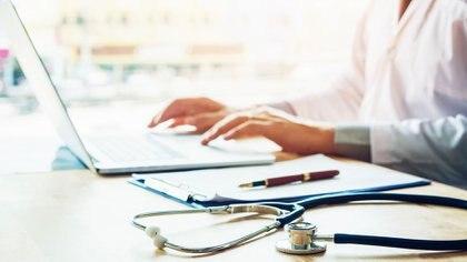 En los roles de decisión, todavía hay muchas diferencias en el sector de la salud (Getty)