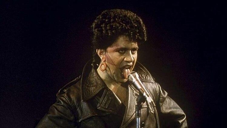 """Pedro Almodovar cantando con en """"Laberinto de pasiones"""""""