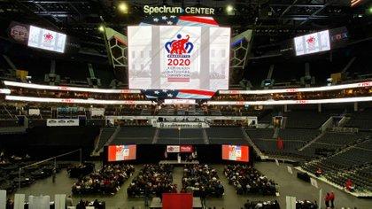 Los preparativos en el Spectrum Arena de Charlotte para la convención republicana de esta semana (REUTERS/Jim Bourg)