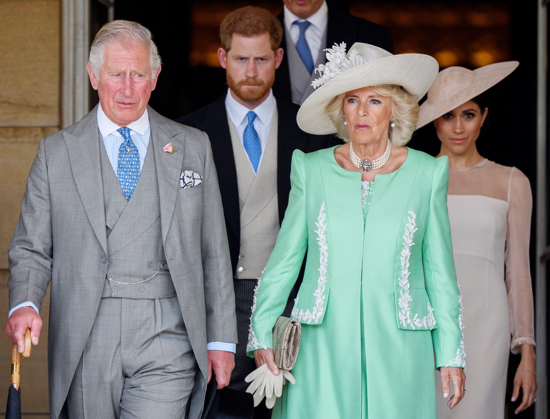 El Príncipe Carlos, Camilla y su hijo Harry con la duquesa de Sussex, Meghan Markle (Shutterstock)