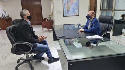 El secretario de Derechos Humanos, Horacio Pietragalla, cuando se reunió con Insfrán en Formosa. Viajó para ver la situación de los centros de aislamiento y negó que hubiera condiciones infrahumanas de alojamiento.