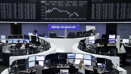 Las bolsas del mundo siguen sufriendo la incertidumbre(Reuters)