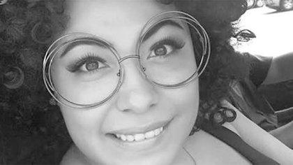 En 2016, la YouTuber del canal El Sillón TV recibió amenazas de muerte en mantas que aparecieron en el puerto, tras las crítica que lanzó en contra de Jesús Evodio Velázquez Aguirre, entonces presidente municipal de Acapulco (Foto: Twitter@Ana_Bunker)