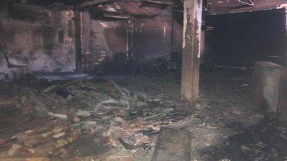 El Colegio Nacional de Periodistas de Venezuela compartió imágenes en las que se puede observar a su sede del estado Sucre completamente destruida por el incendio de la semana pasada (@cnpven)