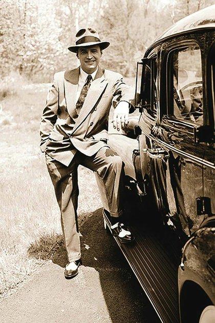 A los 21 años, Siegel ya tenía un departamento en el Waldorf Astoria