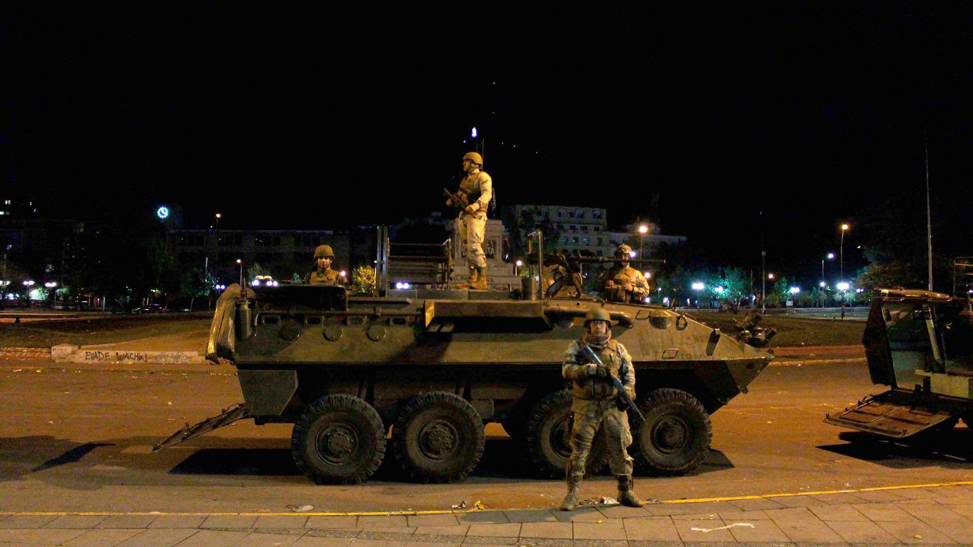 El Ejército decretó por sexto día consecutivo el toque de queda