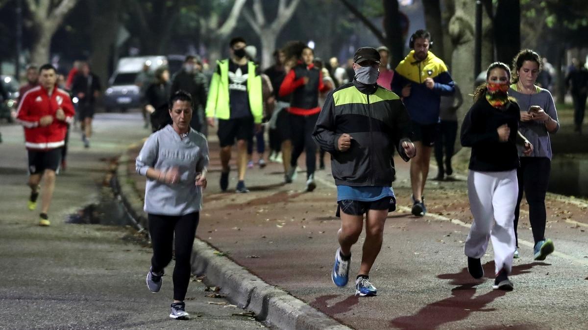 """Uno de los médicos que asesora a Alberto Fernández insultó a los runners porteños: """"Son unos millennials estúpidos"""" - Infobae"""