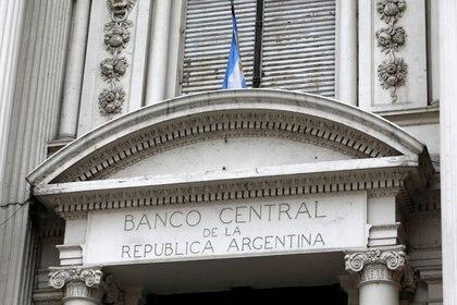 Foto de archivo.  Fachada del edificio principal del Banco Central de Argentina en Buenos Aires. Oct 16, 2013.  REUTERS/Enrique Marcarian