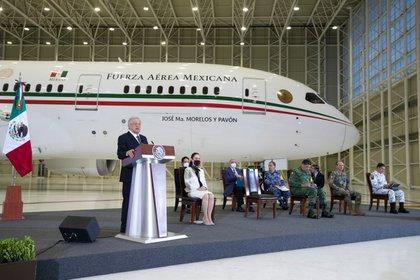 Hace unas semanas López Obrador dio una conferencia frente al avión (Foto: Cortesía Presidencia)