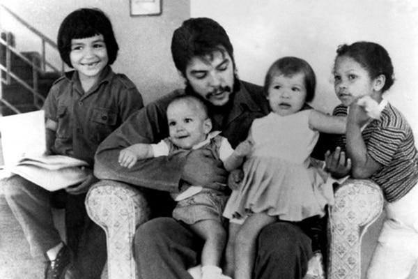 El Che con sus hijos
