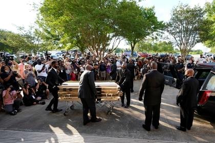El cuerpo de George Floyd será enterrado junto al de su madre (Reuters)