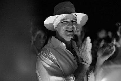 Alan Faena feliz charló con Infobae desde Miami. Aquí en la noche inaugural de las instalaciones realizadas en la playa FAena Beach (Cortesía Faena)