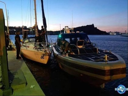 El HNLMS Groningen contó con la colaboración de la Guardia Costera del Caribe