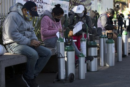Gobierno de la CDMX anunció los 55 puntos autorizados de venta y recarga de oxígeno medicinal (Foto: AP / Marco Ugarte)