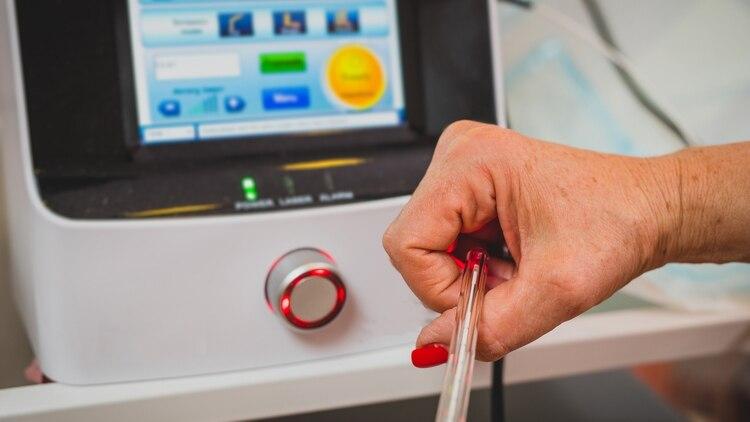 El rejuvenecimiento puede ser mediante técnica láser con una eficacia cercana al 100% cuando la paciente es debidamente seleccionada (Shutterstock)