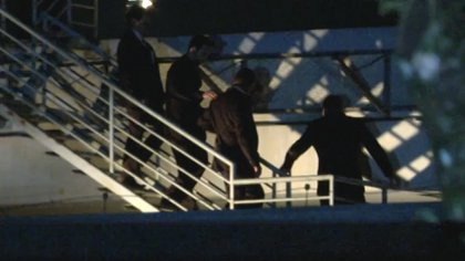 Lula desciende las escaleras desde la azotea de la sede de la Policía Federal