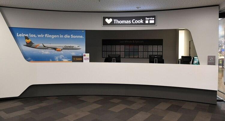 Una oficina de Thomas Cook en el aeropuerto de Hannover, sin atención (Reuters)