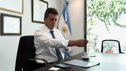 Sergio Massa en las oficinas que fueron robadas en la mañana del domingo (Adrián Escandar)