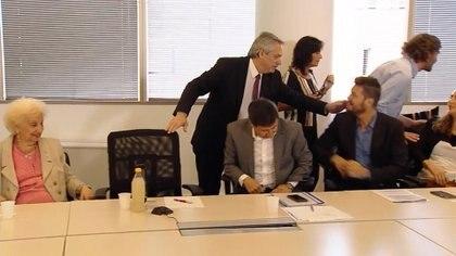 Alberto Fernández, Vilma Ibarra, Estela Carlotto, Daniel Arroyo, Marcelo Tinelli y Santiago Cafiero