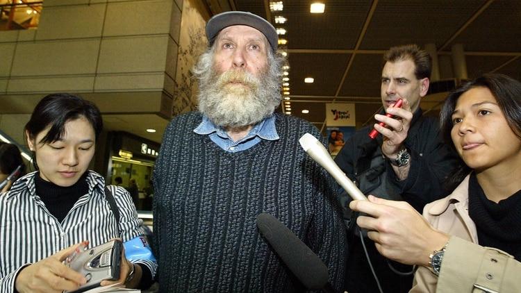 """El último Fischer, barbado y con pelo largo, ya en Islandia, desistió de hacerse un tratamiento odontológico por temor a que """"los rusos le pusieran un transmisor"""""""