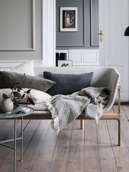 Pisos de madera, mantas tejidas y colores neutros para los ambientes del hogar