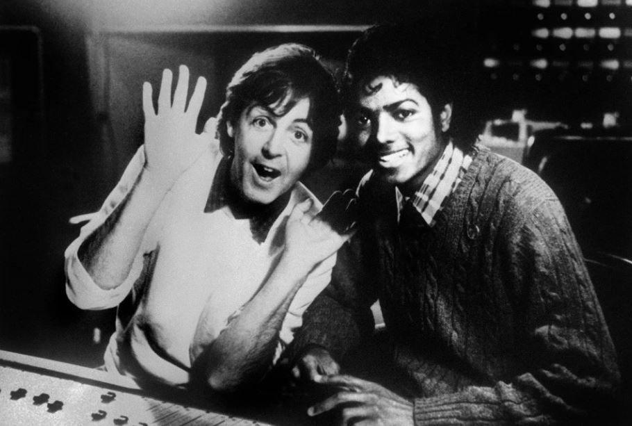 """Michael y Paul grabaron juntos las canciones """"The Girl Is Mine"""", que se convirtió en el primer sencillo del disco Thriller de Jackson, y """"Say Say Say"""", uno de los mayores éxitos de McCartney. (Foto: AFP)"""
