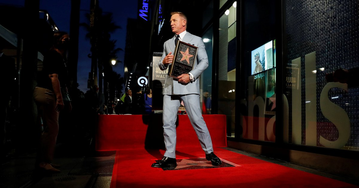 Daniel Craig says goodbye to James Bond with a star on the Walk of Fame