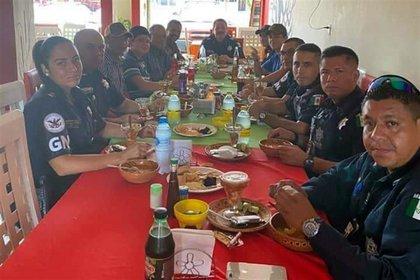 La reunión entre el grupo de civiles y la Guardia Nacional (Foto: Especial)