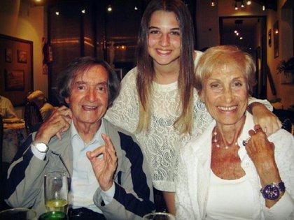 En un cumpleaños atípico, Carlitos Balá será mimado por su nieta Laura y todos sus afectos