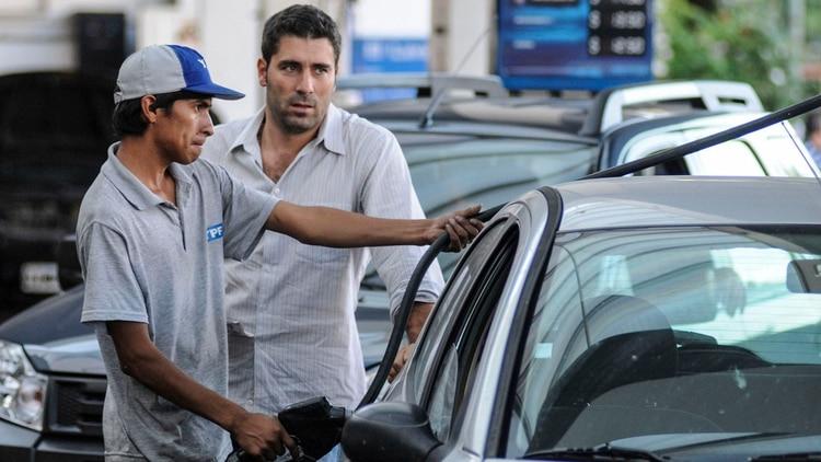 El decreto no contempló un congelamiento de los precios de las naftas y el gasoil (NA: MARIANO SANCHEZ)