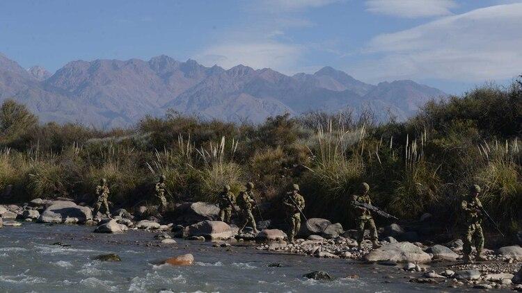 La mejor manera de proteger nuestros recursos naturales es mediante una buena gestión de lo publico, y a su vez apoyado por un instrumento que es la defensa. Foto: Fernando Calzada.
