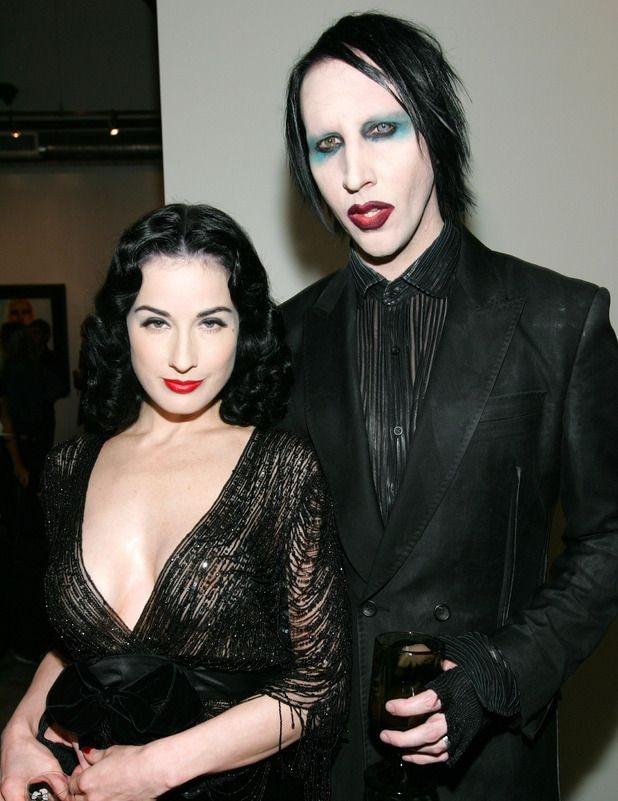 Dita Von Teese y Marylin Manson (Foto: Twitter@giiulinda)