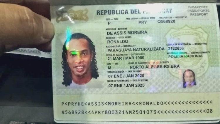 El pasaporte falso presentado por Ronaldinho