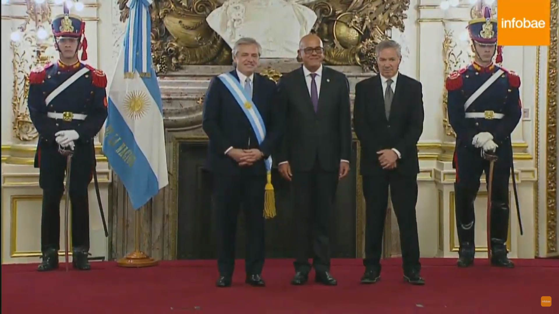 Alberto Fernández junto a Jorge Rodríguez, enviado especial de Nicolás Maduro a la asunción presidencial, y el canciller Felipe Solá