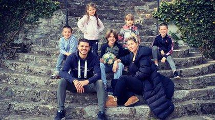 Wanda Nara y Mauro Icardi con sus hijos en su casa de Lago Di Como, en Italia