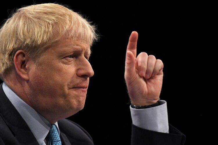 El primer ministro británico, Boris Johnson, pronuncia su discurso de apertura ante los delegados en el último día de la conferencia anual del Partido Conservador en el complejo de convenciones Manchester Central, en Manchester, noroeste de Inglaterra, el 2 de octubre de 2019. (Foto de Ben STANSALL / AFP)