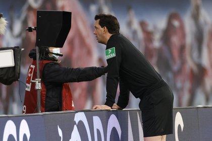 El VAR está habilitado solamente para competiciones FIFA (Reuters)