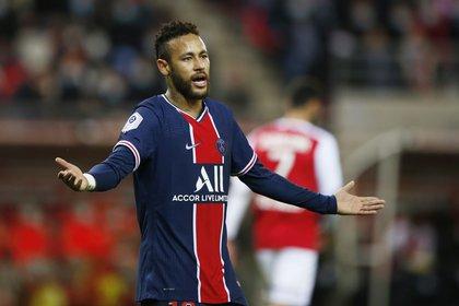 Neymar Jr. se ve involucrado en un escándalo con la Hacienda española después de que la Agencia Tributaria publicase una lista de morosos (Foto REUTERS)