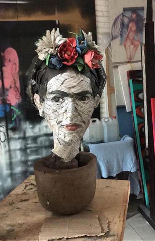 Paula Pons (esculturas en papel)