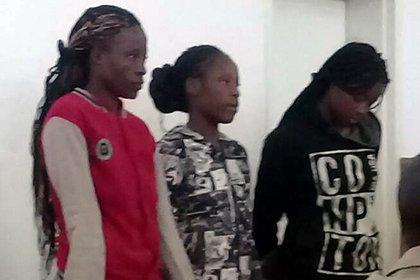 Sandra Ncube, Riamuhetsi Mlauzi y Mongiwe Mpofu fueron detenidas por la presunta violación de un pastor evangélico (Foto gentileza diario Chronicle)