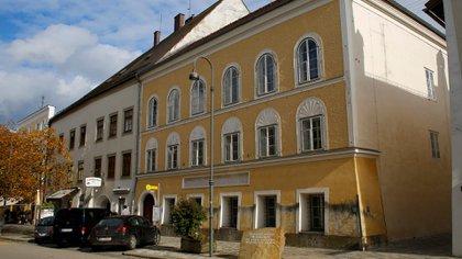 Fachada de la casa en la que nació Hitler (Reuters)