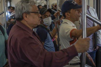 Según la Secretaría del trabajo, del 13 de marzo al 6 de abril, se han perdido en México 347,000 empleos (Foto: Alejandro Cegarra/Bloomberg)