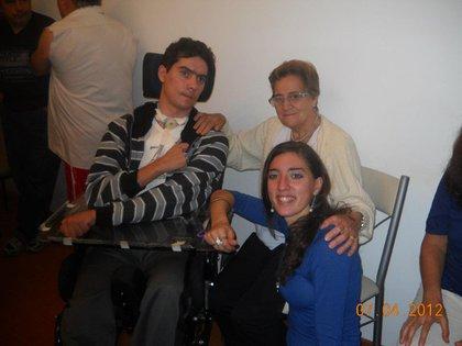 Un accidente lo dejó cuadripléjico y su familia lucha por un dispositivo para que pueda comunicarse