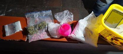 Las autoridades incautaron varias dosis de sustancias que corresponderían a estupefacientes ilegales. Foto: Alcaldía de Suba